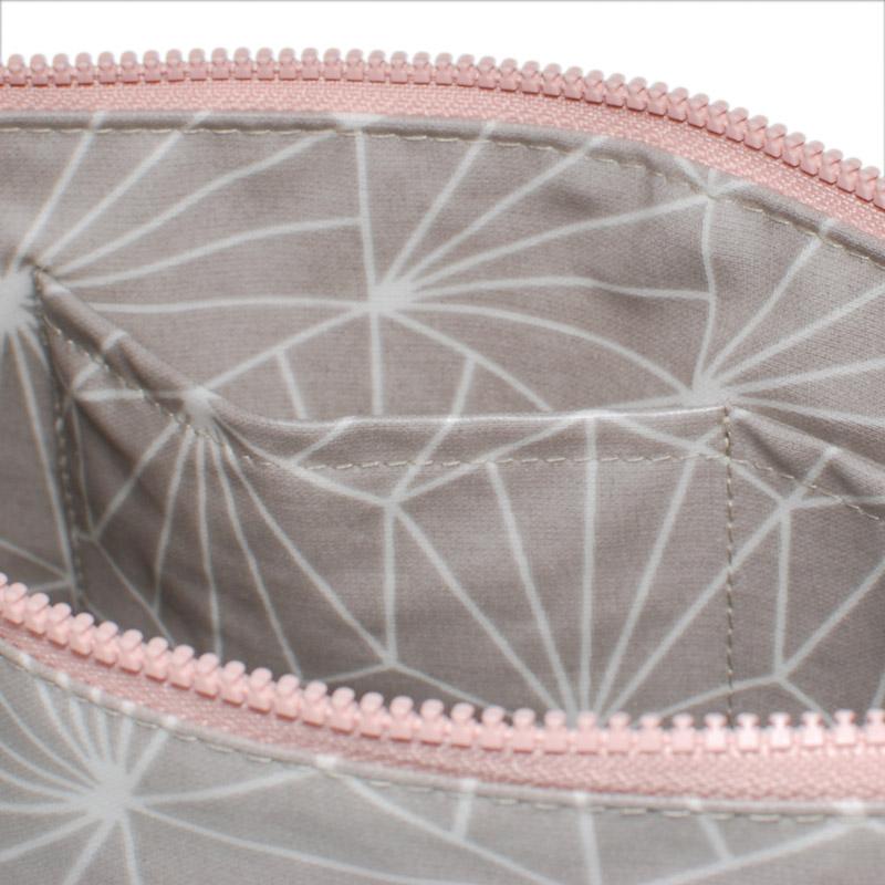 Aspegren-toiletbag-shell-sand-S-3225-closeup-web