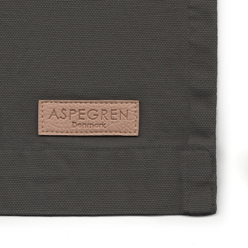 Aspegren-apron-mano-darkgray-3403-closeup-web